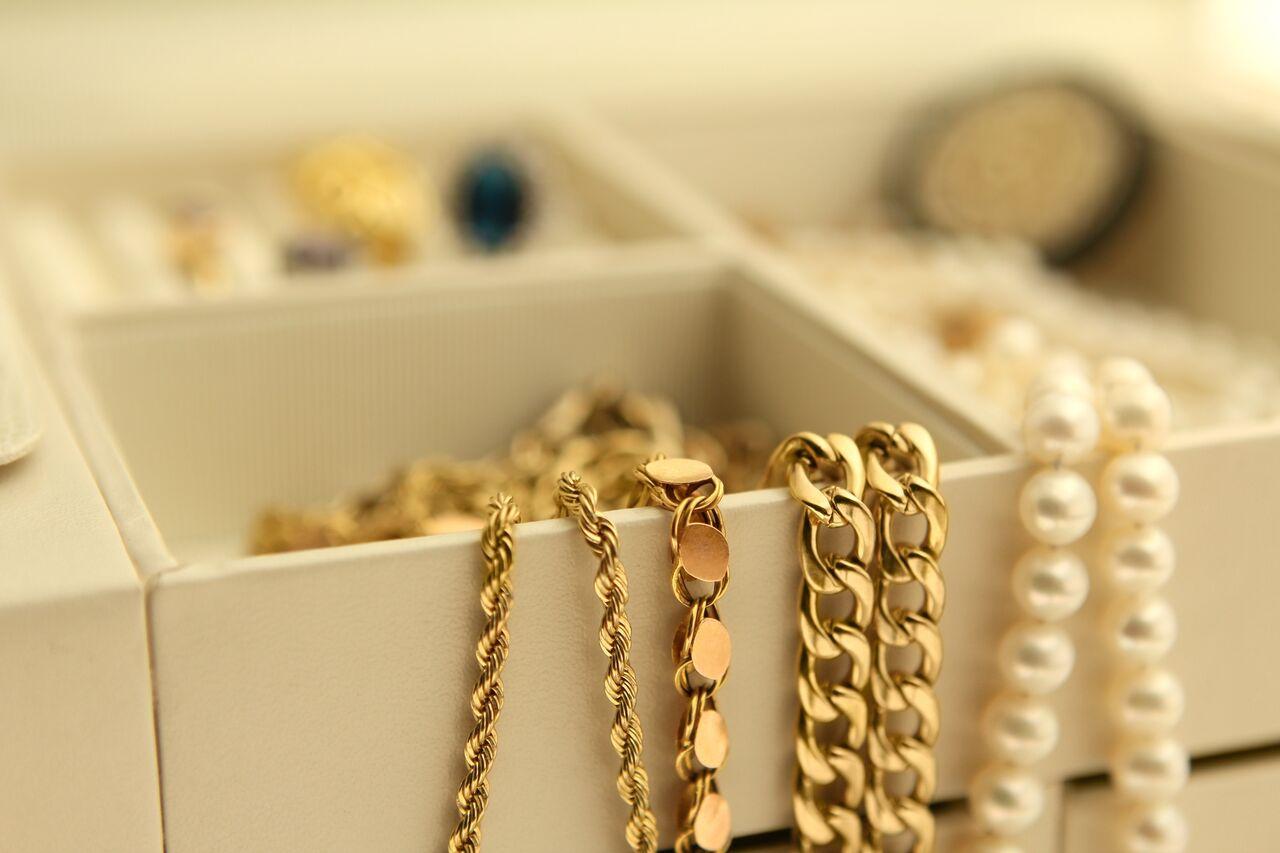 تمیز کردن گردنبند طلا